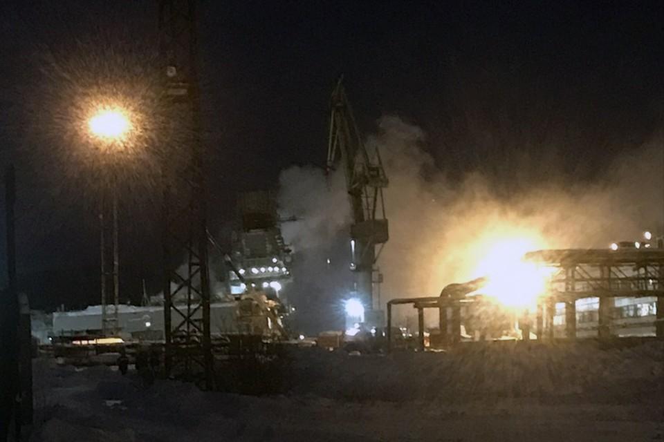 """В причинах пожара на """"Кузнецове"""" будут разбираться самые опытные следователи."""
