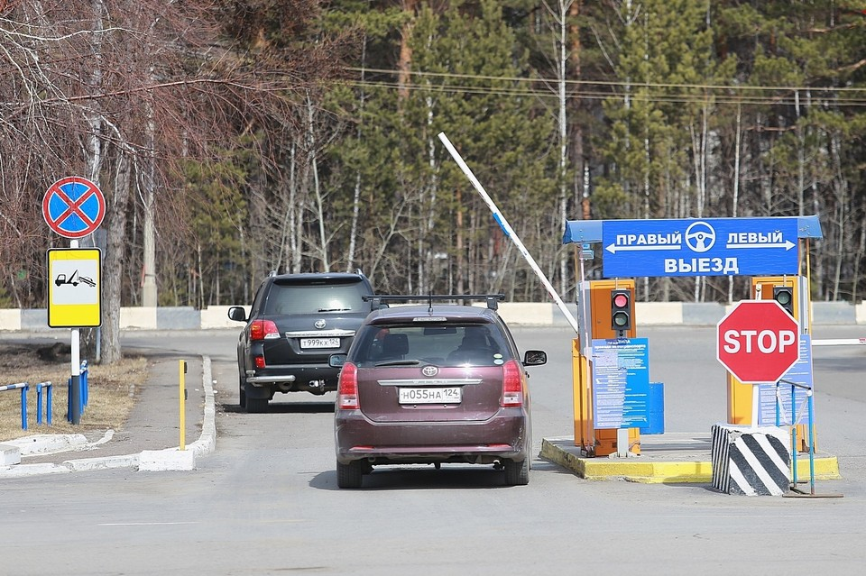 В аэропорту Красноярска ужесточили правила парковки