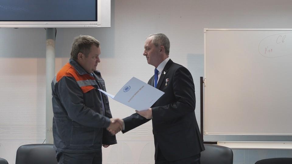 Игорь Станкевич вручил лучшим сотрудникам компании благодарственные письма.