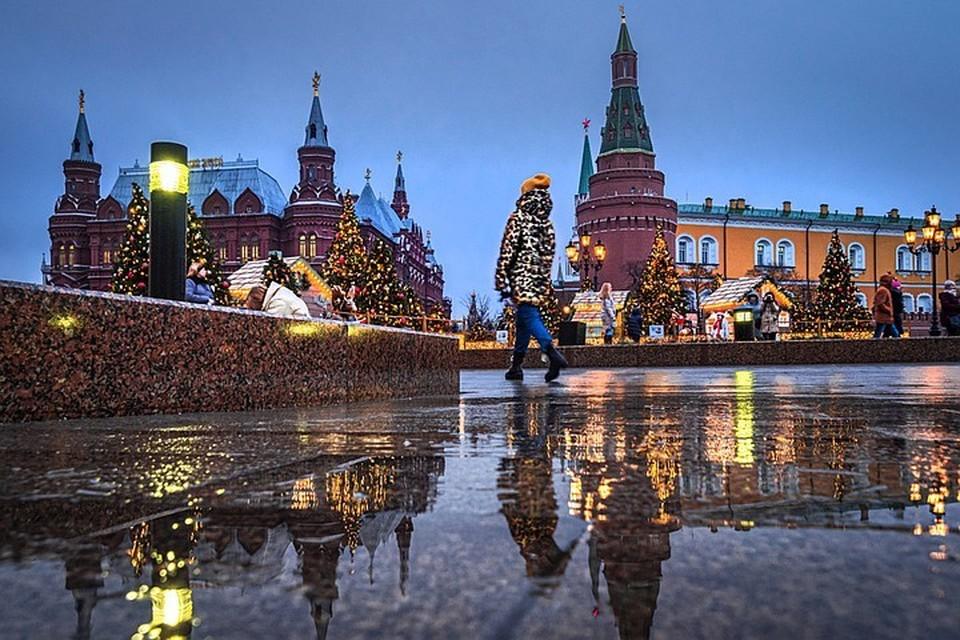 Под новый 2020-й год в столице вместо снега - лужи.