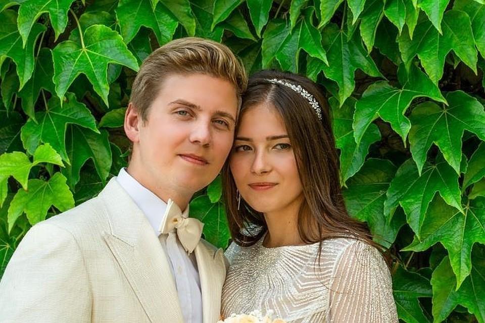 Артемий Шульгин тайно женился на однокласснице Наталье Коренной минувшим летом