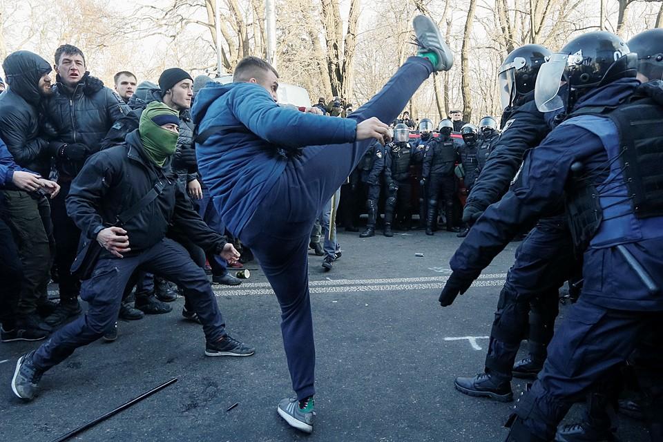 Бузят люди против новой реформы Зеленского, который покусился на святое для любого украинца (да и русского тоже) - на землю