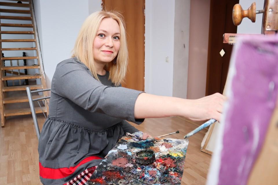 Ксения - член Союза художников России.