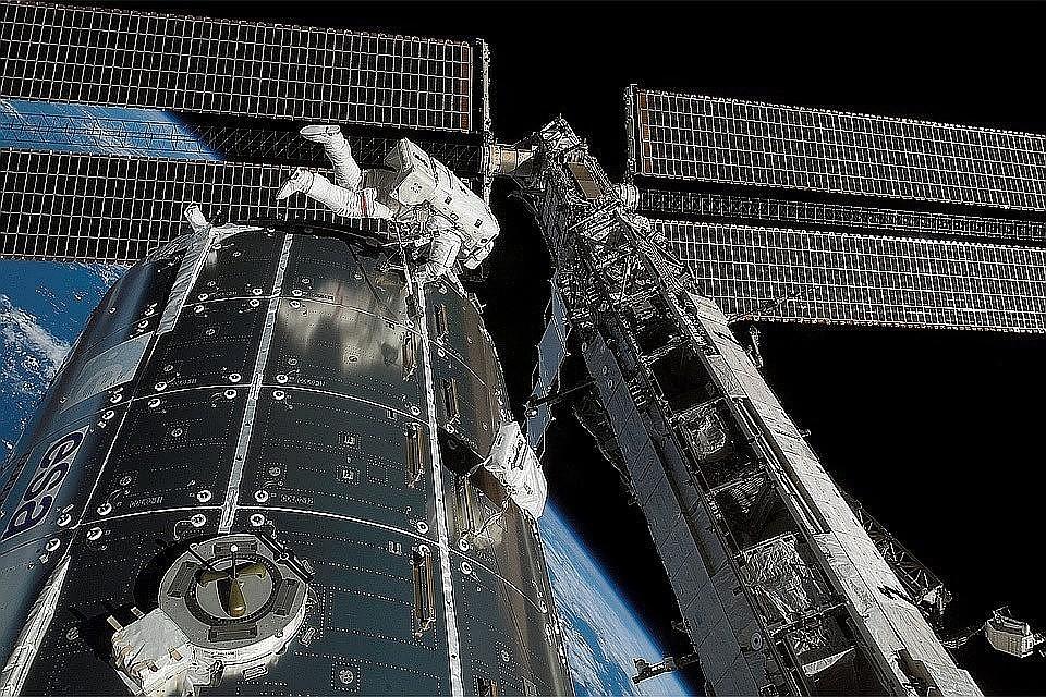 Экипаж МКС сможет встретить Новый год 15 раз.