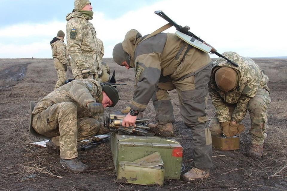На передовой солдаты ВСУ гибнут от неосторожного обращения с боеприпасами. Фото: Пресс-центр штаба ООС