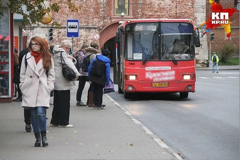 Нижегородцы сняли шокирующее видео поездки в городском автобусе.