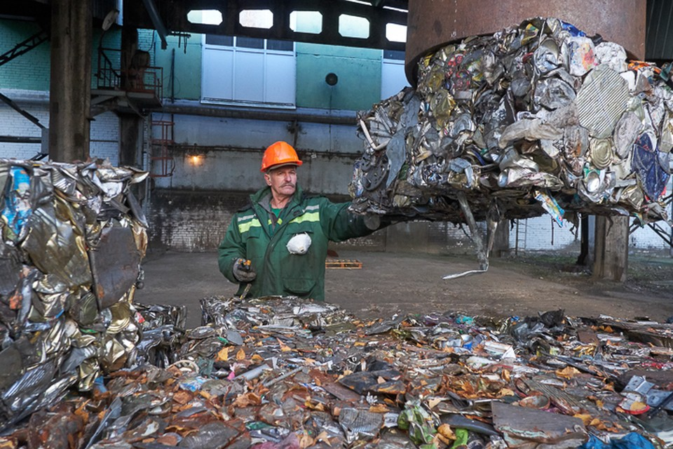 Две трети отходов, которые генерируются в Санкт-Петербурге, свозятся в Ленобласть. Специалисты предупреждают: существующих полигонов хватит еще на два-три года.
