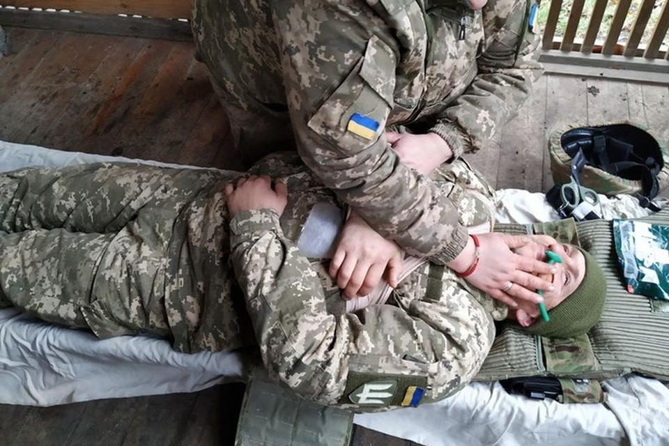 Ранения и гибель украинских солдат по пьянке и разгильдяйству их командиры списывают на обстрелы со стороны ДНР и ЛНР. Фото: Пресс-центр штаба ООС