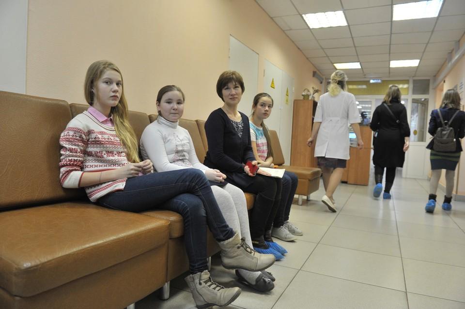 При ОРВИ и гриппе важно не заниматься самолечением, а обращаться в больницу.