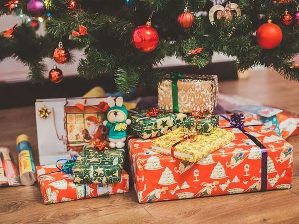Около пяти тысяч ребятишек пока не дождались положенных им новогодних подарков.