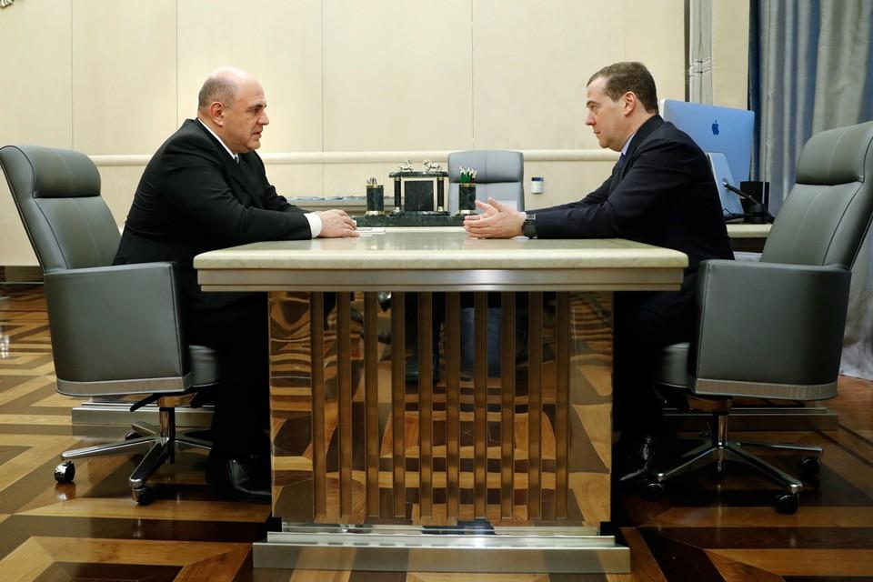 Эпохальная встреча происходила в Доме правительства. В рабочем кабинете