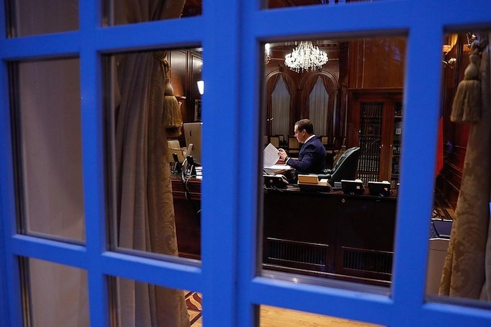 Сразу после оглашения президентского послания Федеральному собранию Д. А. Медведев написал прошение об отставке, которое тут же было удовлетворено. Фото: Дмитрий Астахов/POOL/ТАСС