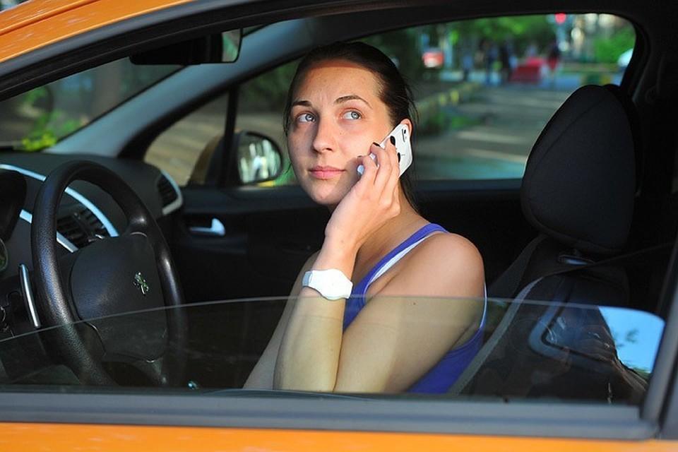 В Госдуме пока не знают, как контролировать тех, кто за рулем смотрит в телефон