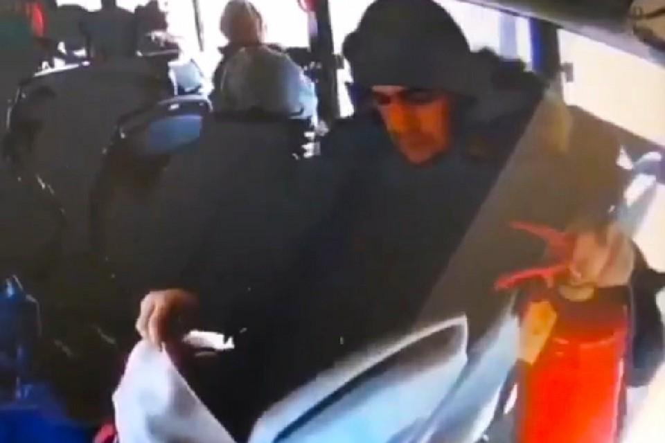 Момент хищения имущества транспортной компании запечатлела камера. Фото: print screen видео