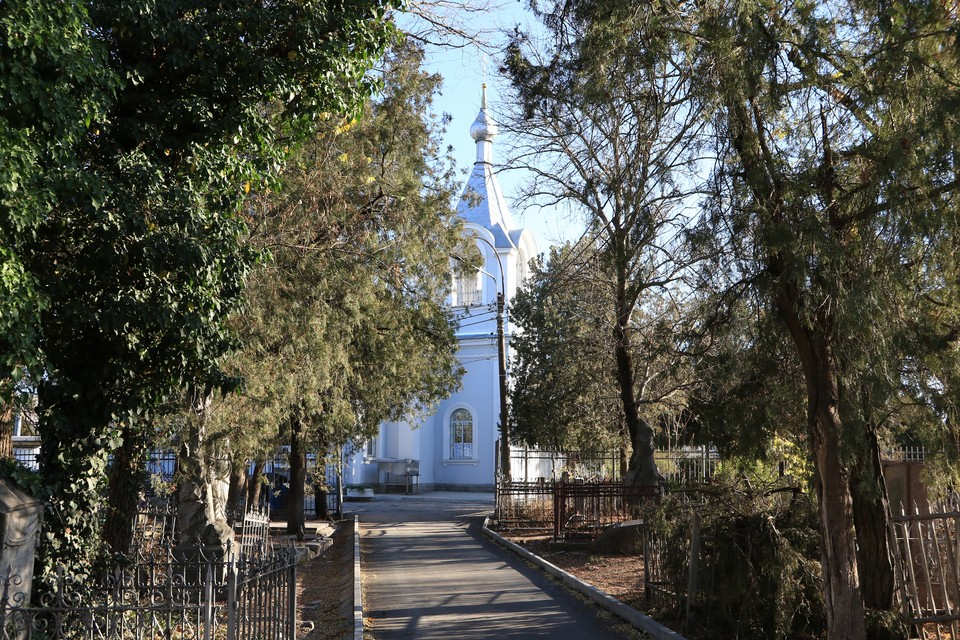 Старое кладбище Симферополя, где находится Храм Всех Святых, привели в порядок. Фото: пресс-служба администрации Симферополя