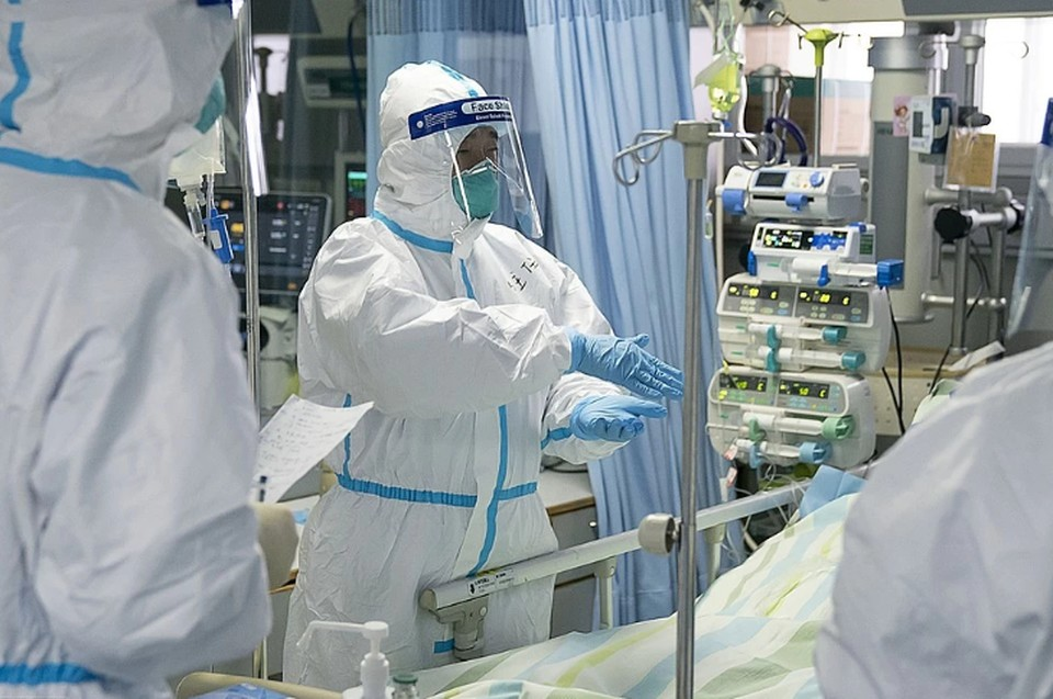 В Китае не хватает костюмов биозащиты из-за нового коронавируса