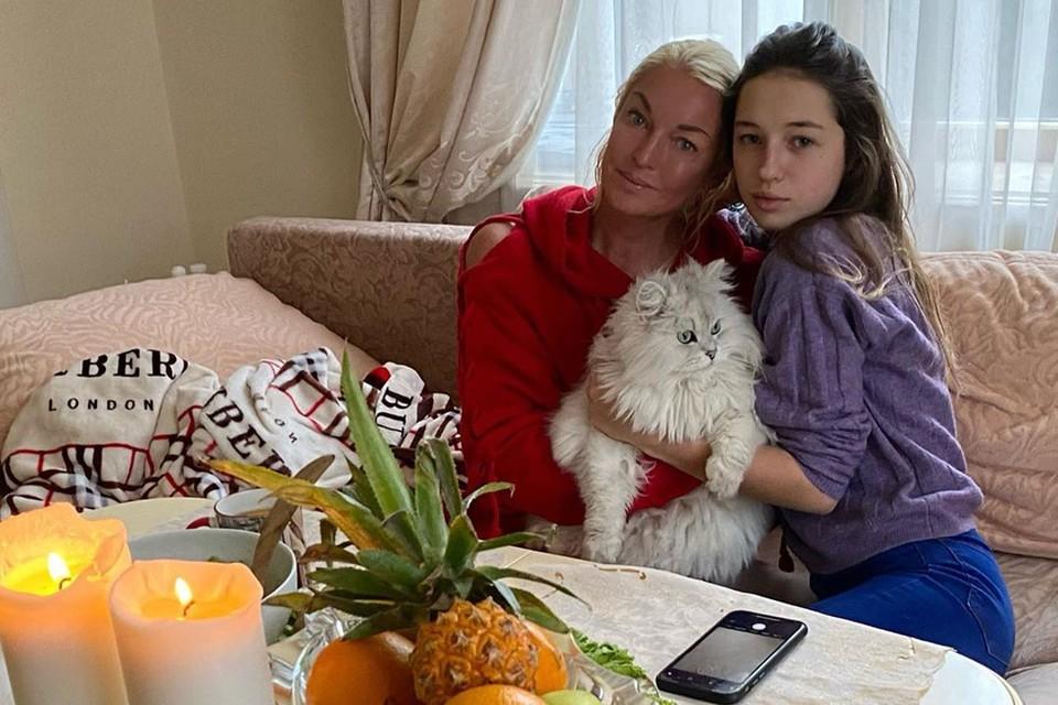 Ариадна впервые высказалась о своем будущем отчиме и предстоящей свадьбе Анастасии Волочковой.