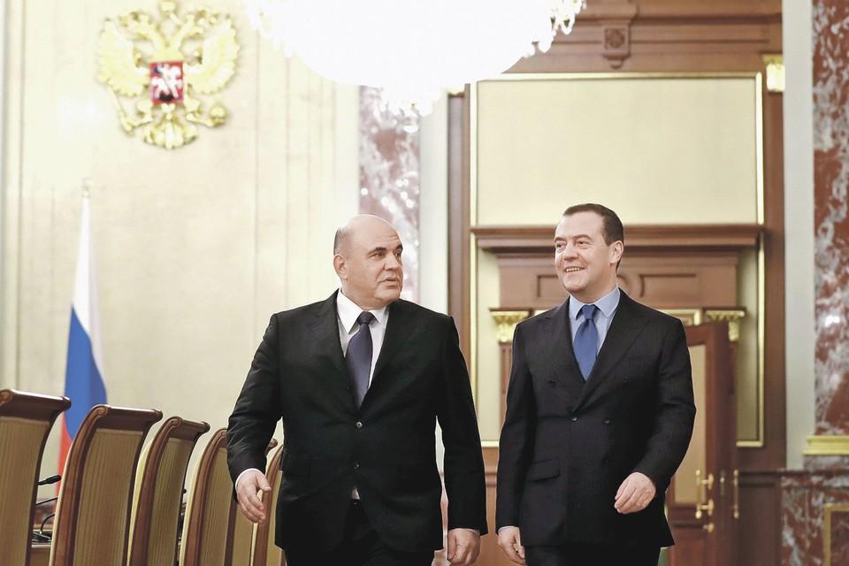 Премьер-министр РФ Михаил Мишустин и Дмитрий Медведев, который теперь занял пост заместителя председателя Совета безопасности. Фото: Sputnik/Dmitry Astakhov/Pool via REUTERS