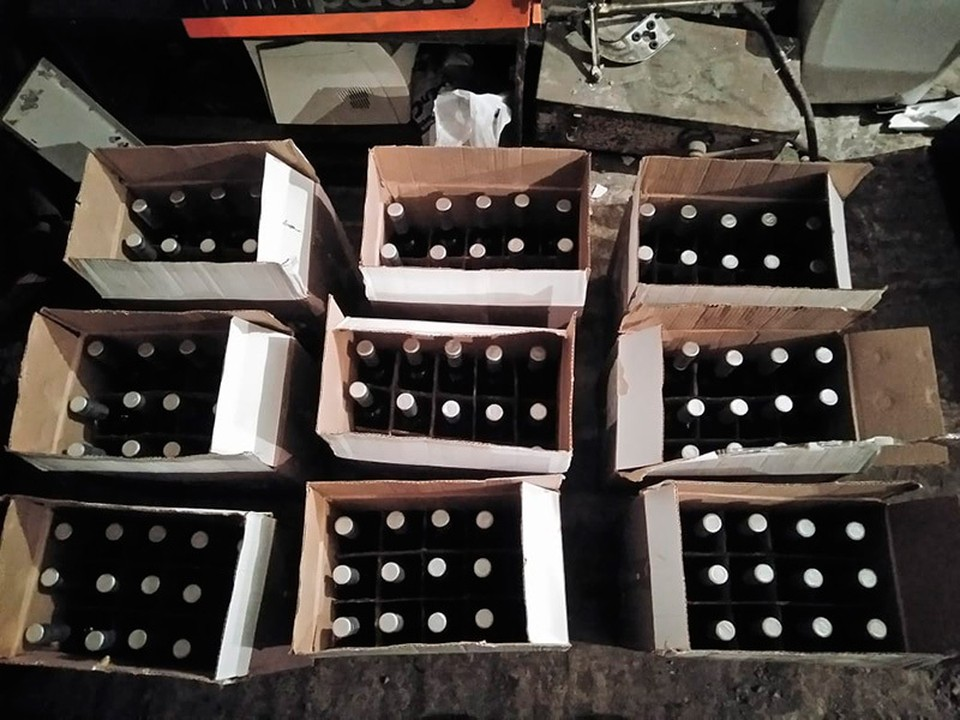 Больше пяти тысяч бутылок немаркированного алкоголя изъято в Старом Осколе. Фото пресс-службы Управления МВД России по Белгородской области