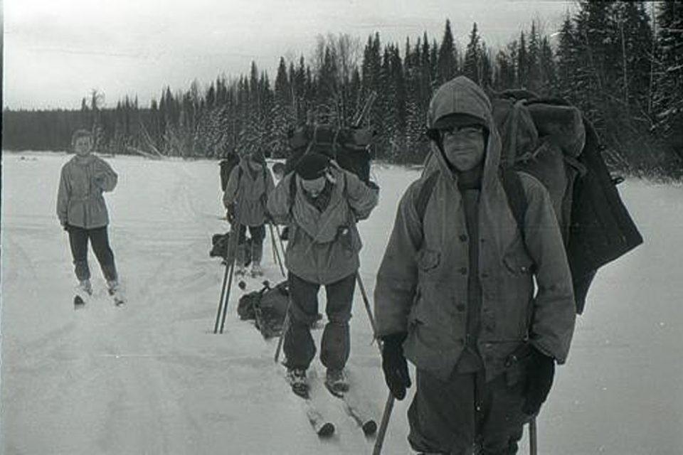 Зимой 1959 года в горах Северного Урала пропали девять туристов, ушедших в поход под руководством старшекурсника Уральского политеха Игоря Дятлова.