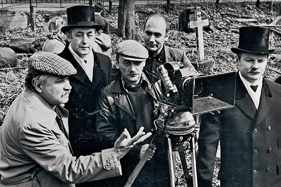 На съемках фильма «Приключения Шерлока Холмса и доктора Ватсона». Фото из архива киностудии «Ленфильм»