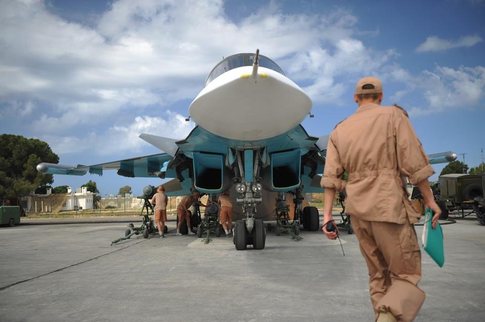 Российский истребитель-бомбардировщик Су-34 на авиабазе `Хмеймим` в Сирии.