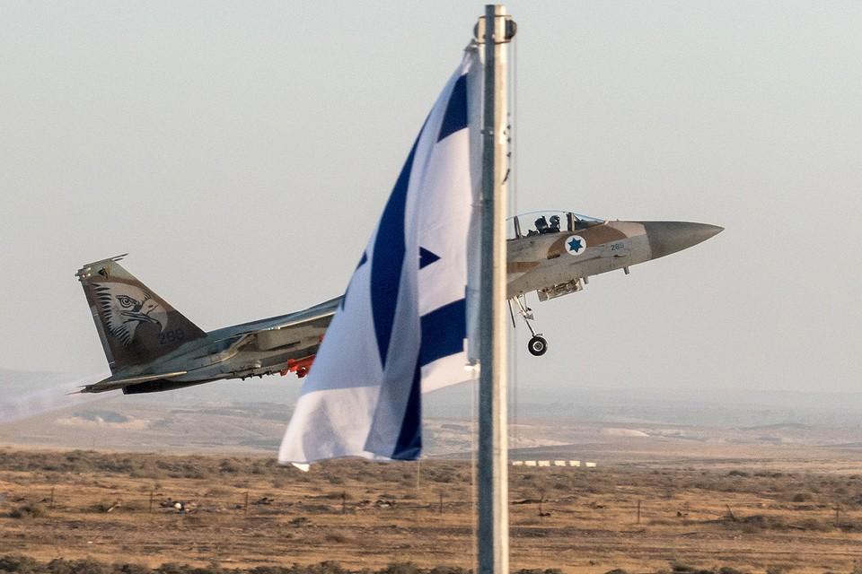 Взлет истребителя F-16 военно-воздушных сил Израиля.