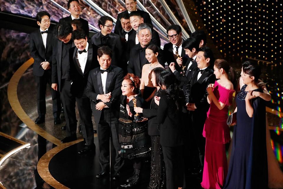 Южнокорейские «Паразиты» были названы лучшим фильмом года