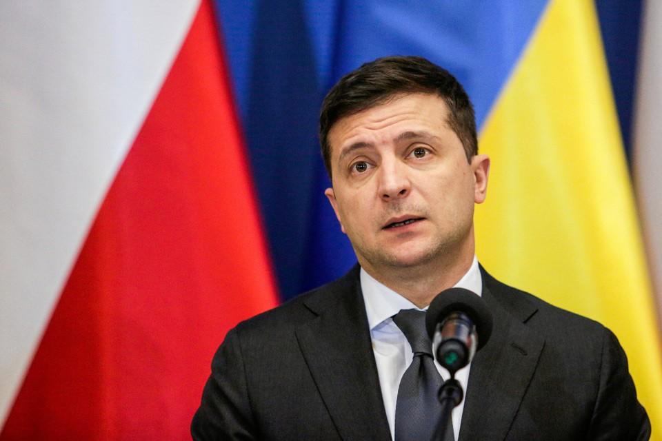 Зеленскому не дали слова в рамках основной сессии в главном зале конференции и ему пришлось зачитывать свою речь а каком-то вспомогательном помещении.