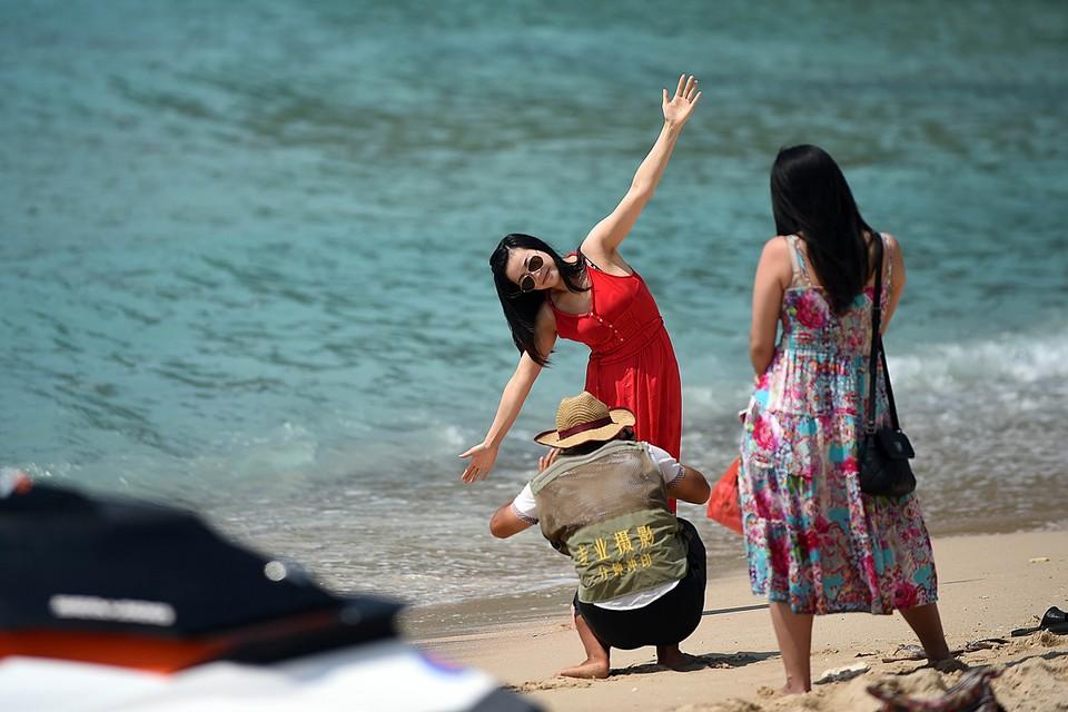 Понятно, что подряд два отпуска с перерывом в две недели мало кто себе может позволить – сначала на Хайнане позагорал, а потом на Мальдивы махнул. Но речь идет не только о туристах