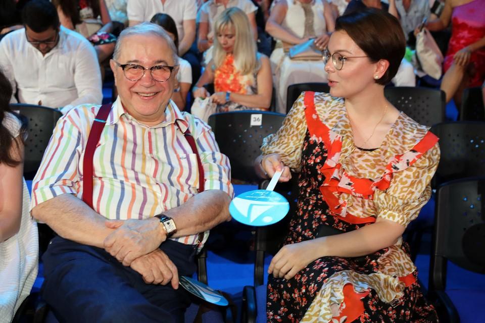 С молодой женой и личной помощницей Татьяной Брухуновой (ей 31 год) Евгений Ваганович и сам стал, словно мальчик.
