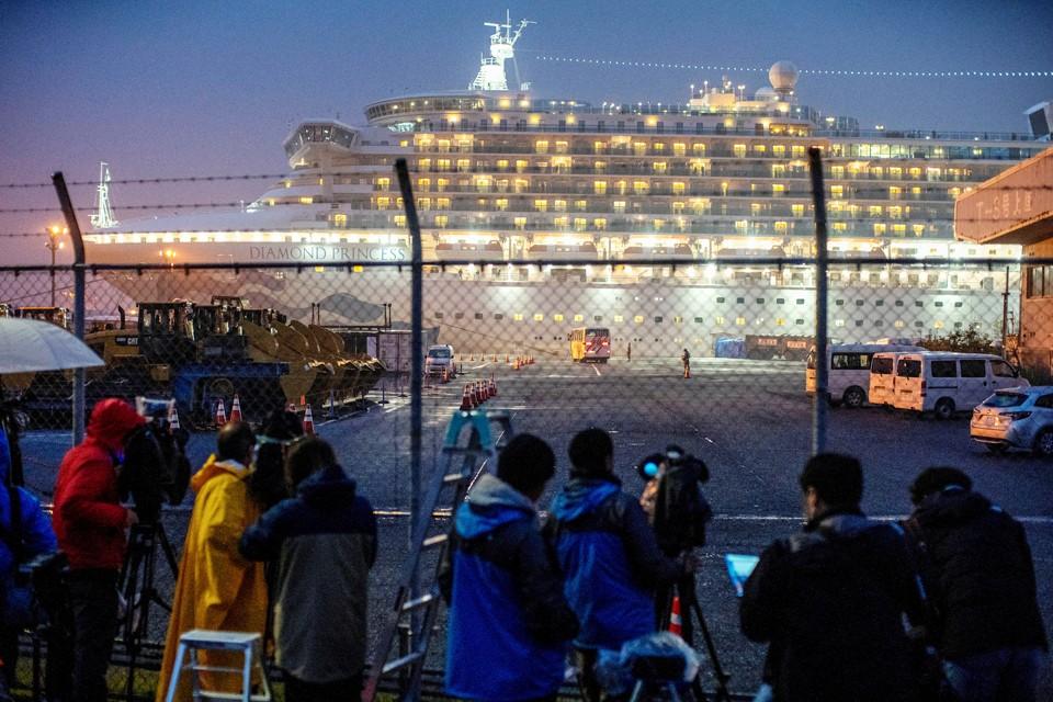 Этот круизный лайнер уже свыше 20 дней стоит на якоре в порту Иокогамы