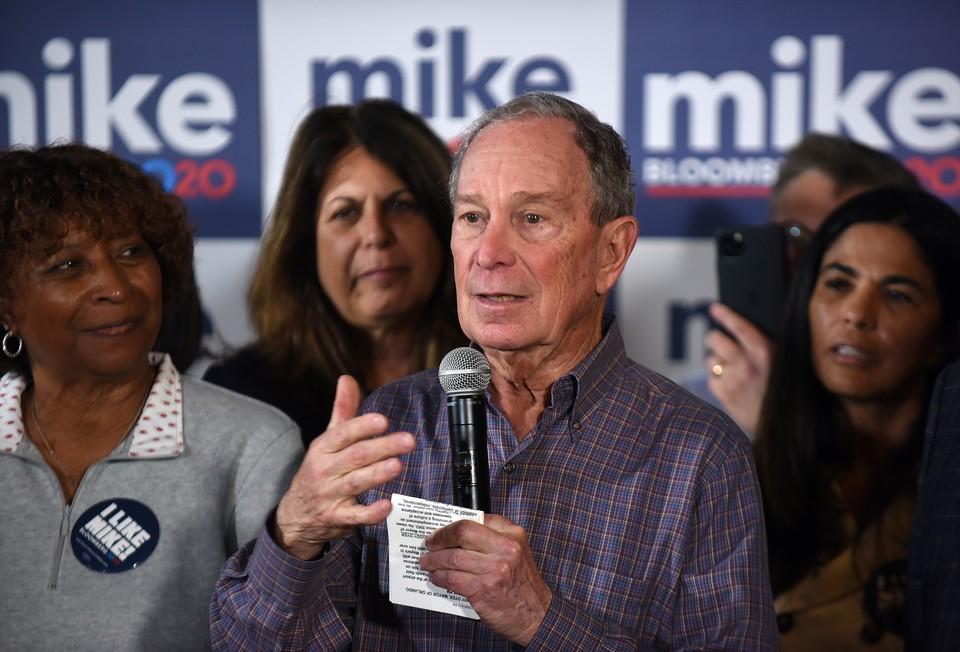 Бывший мэр Нью-Йорка Майкл Блумберг заявил о своей поддержке другого кандидата от Демократической партии - Джо Байдена