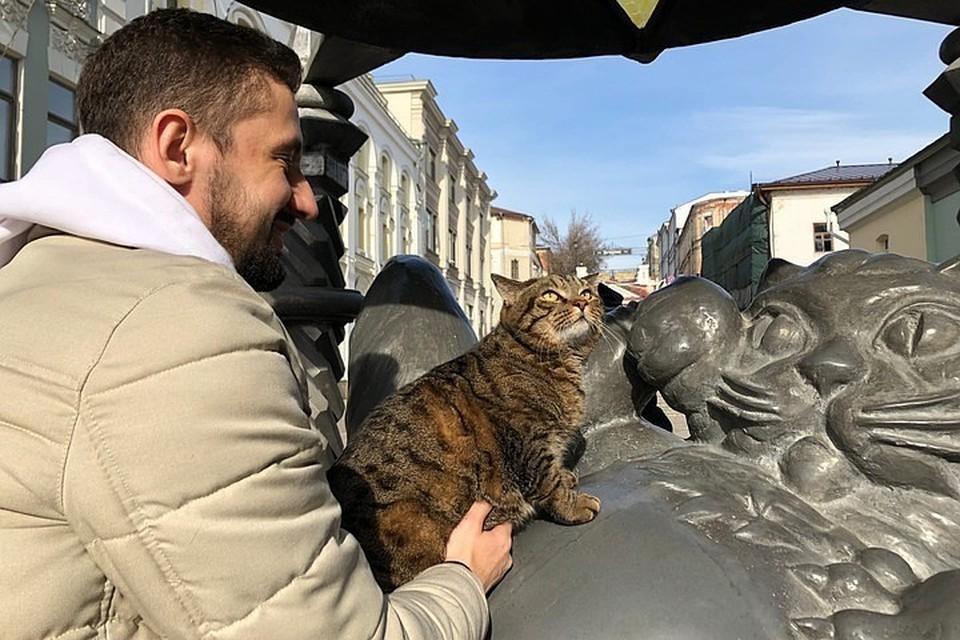 Но перед этим Виктор встретился с Казанским Котом.
