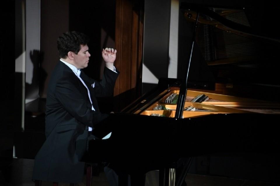 Пианист Денис Мацуев из-за коронавируса будет играть в пустом зале Московской филармонии