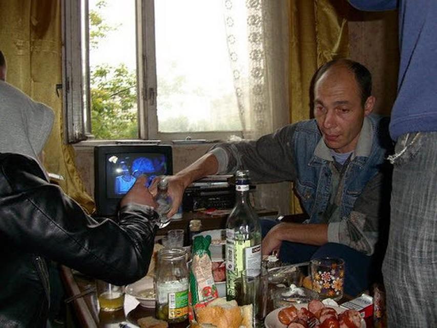 """Вот тебе и Ла мулць ань: Житель Молдовы """"привез"""" из Франции коронавирус и закатил шумную вечеринку на 25 человек - теперь все в больнице"""