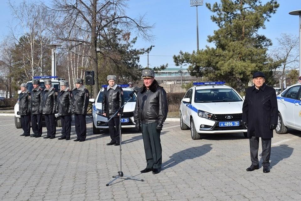 Во время церемонии росгвардейцам республики вручили 40 автомобилей