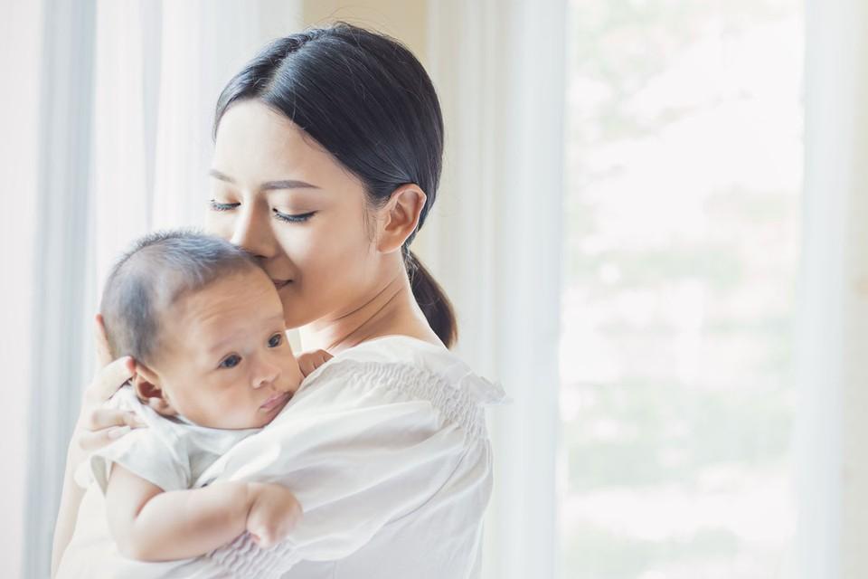 Семьи, имеющие право на материнский капитал, будут получать по пять тысяч рублей ежемесячно за каждого ребенка в возрасте до трех лет.