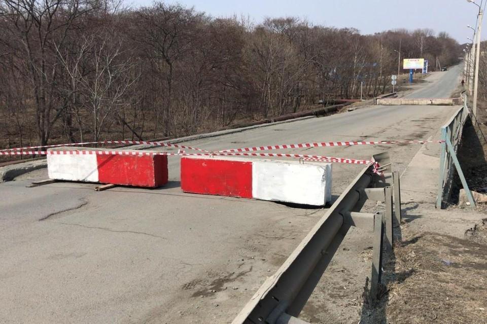 Мост в центре Фокино перекрыли полностью