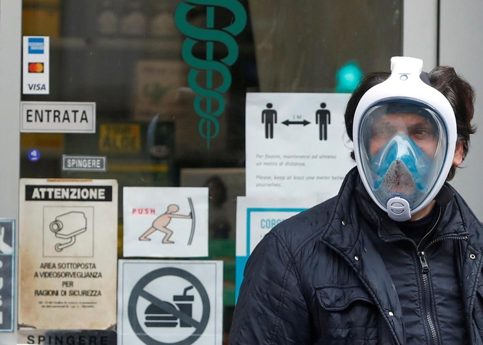 Маски для дайвинга стали необычным способом защиты от вируса на улицах итальянских городов. Теперь, после некоторых модификаций, они спасают жизни в больницах.