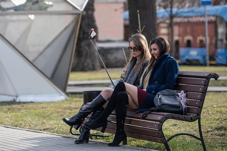 Нерабочую неделю из-за карантина москвичи восприняли как повод для прогулок