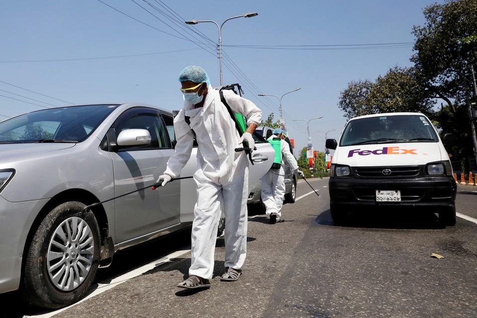 Во многих странах мира ввели строгие наказания за нарушения карантина