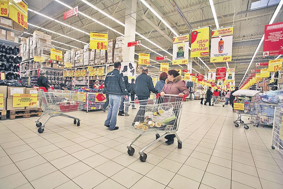 Покупатели гипермаркета думали, что выгодно закупаются, а на самом деле компенсировали поставщикам откаты сотрудникам магазина.