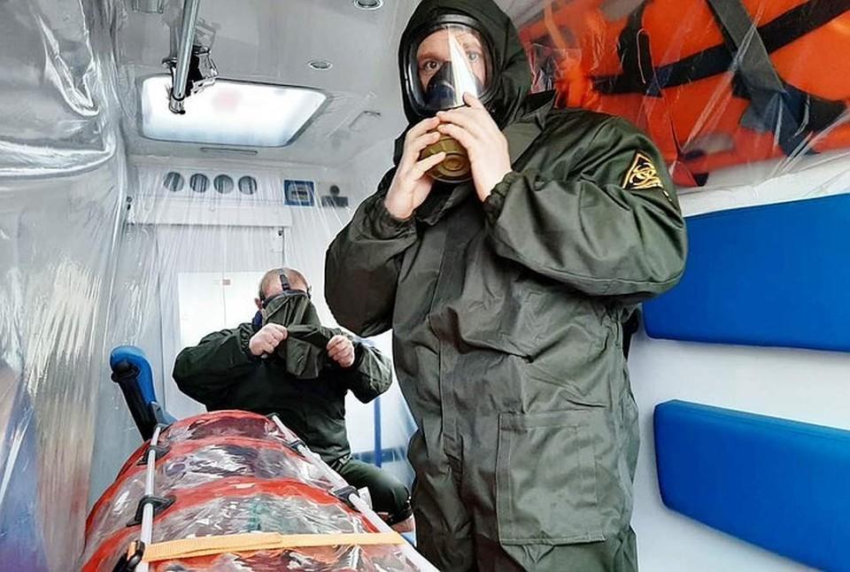 Так оборудованы специальные скорые для перевозки пациентов с подозрением на коронавирус.
