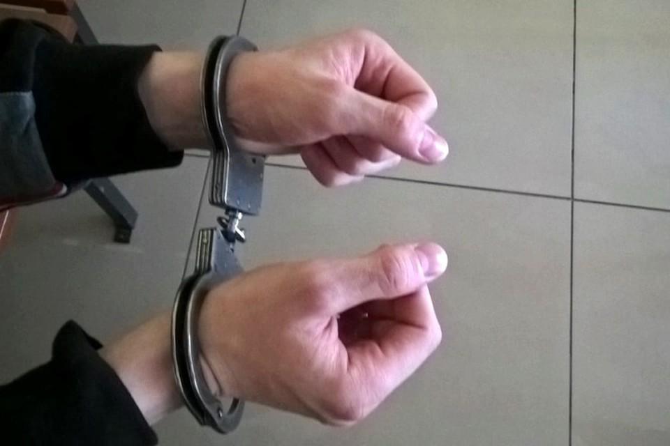 Хотел выпить, а попал под стражу: кузбассовец убил друга и напал на соседа