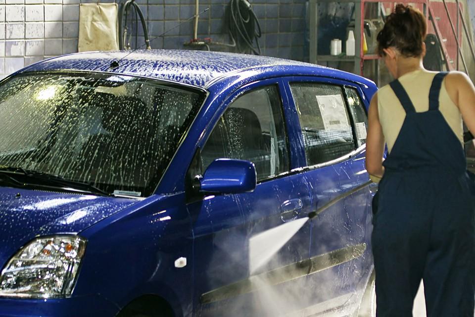 В эфир Радио «КП» дозвонился владелец сети автомоек Дмитрий. У него 6 точек. На них трудятся 17 человек