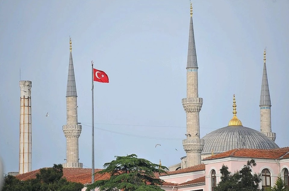В Турции молодежи нельзя выходить на улицу