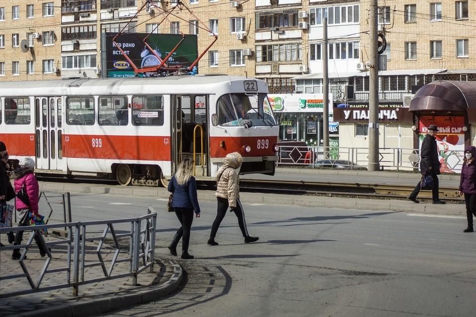 Общественный транспорт постепенно начинает возвращаться к обычному режиму работы