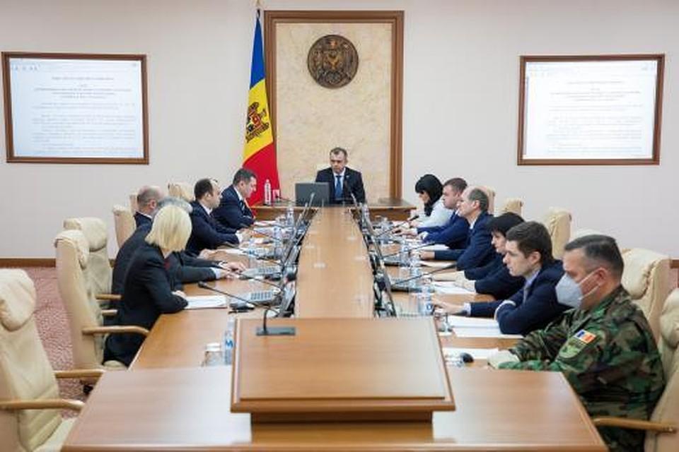 Правительству Молдовы посоветовали послать всех подальше: