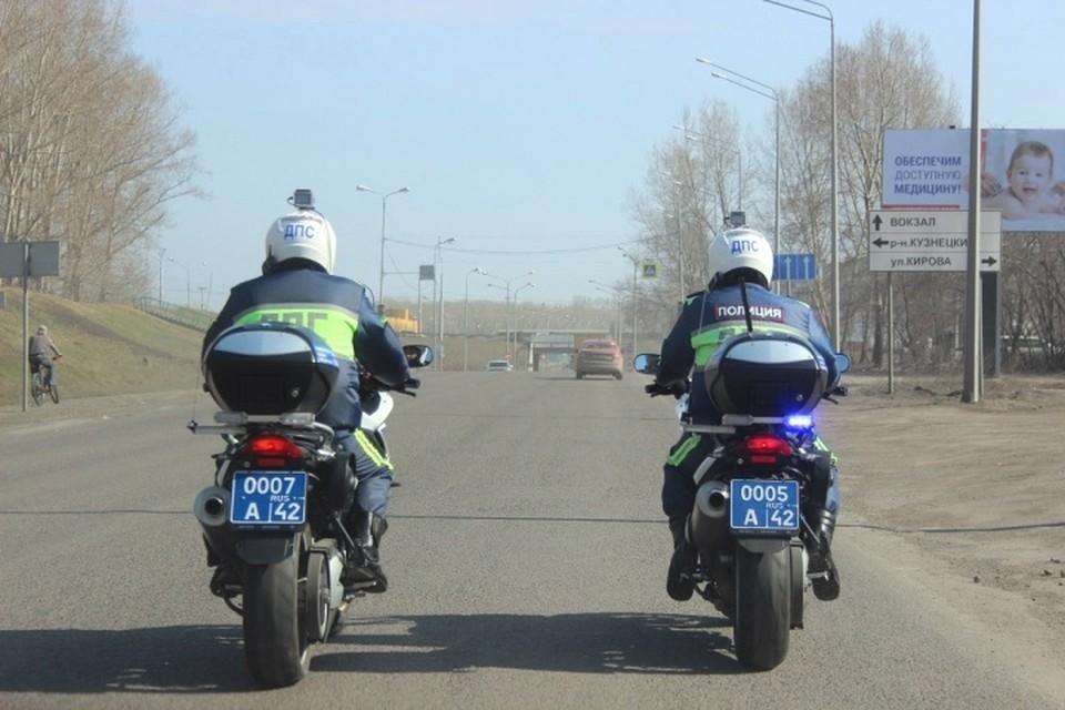 По Новокузнецку разъезжают полицейские на мотоциклах. ФОТО: отдел пропаганды областной Госавтоинспекции